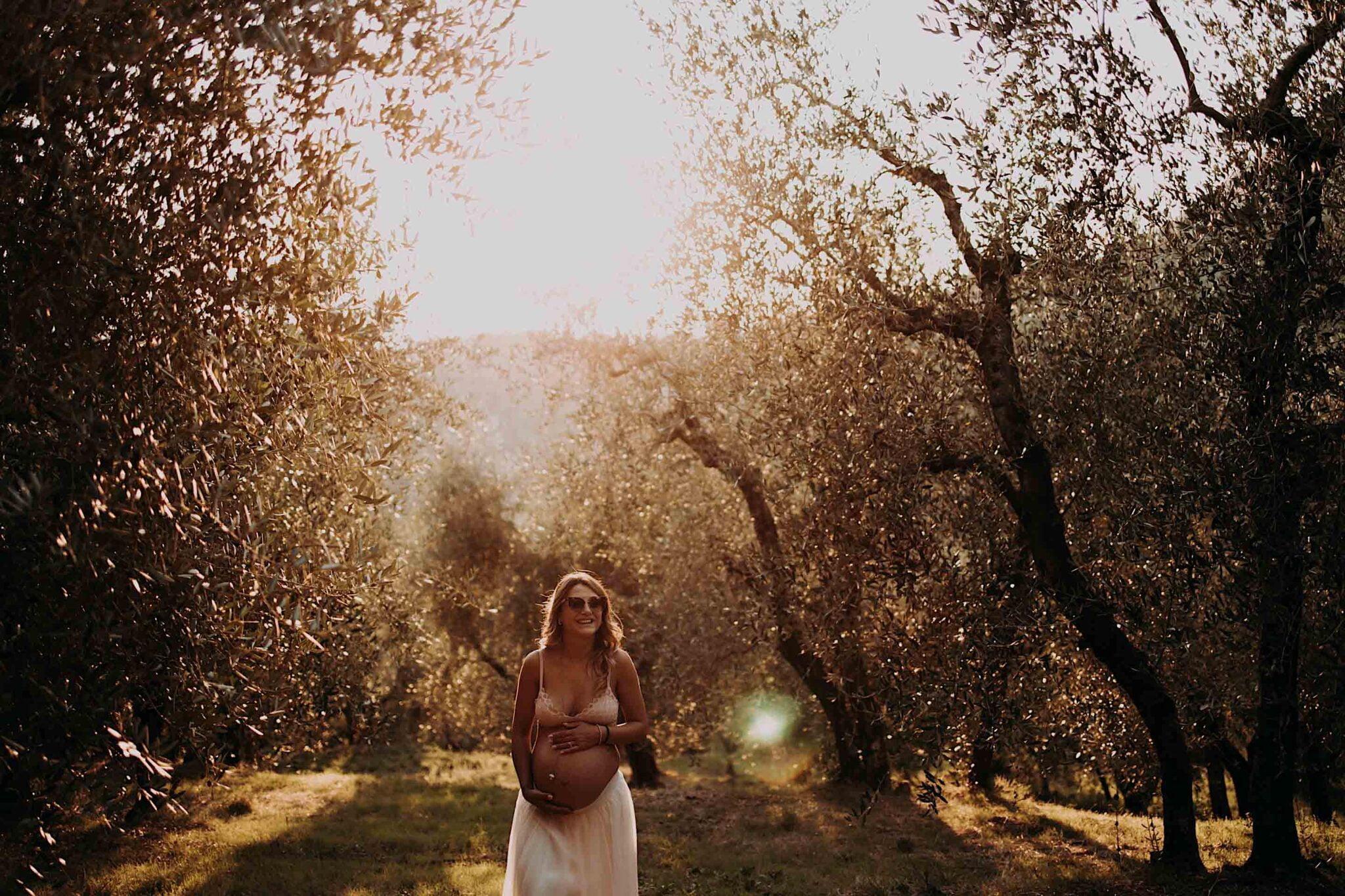 maternità tra gli ulivi della Toscana