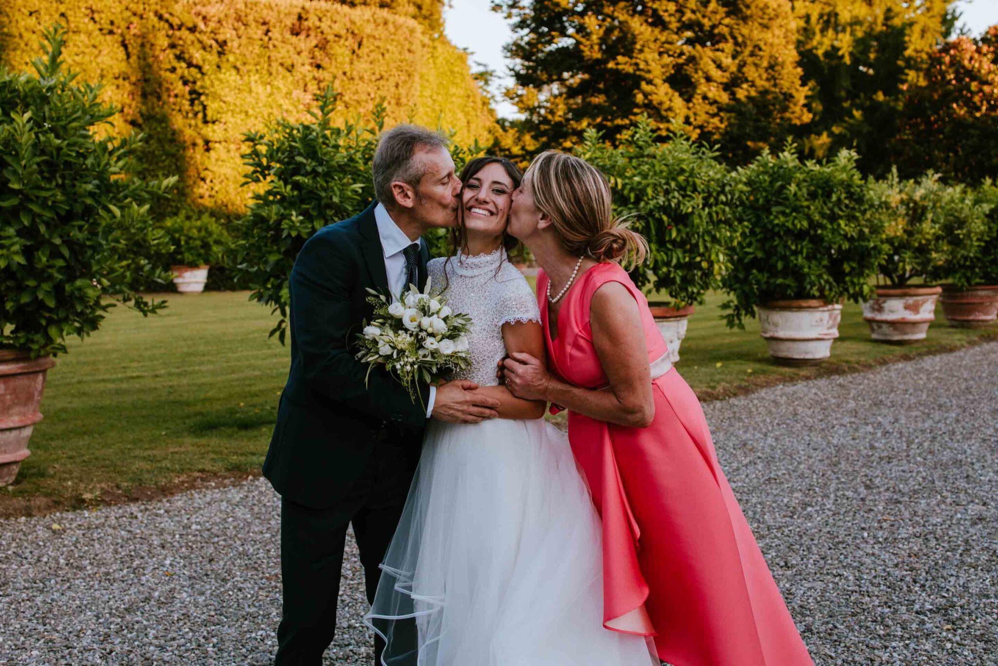photos with parents, wedding in Villa Grabau