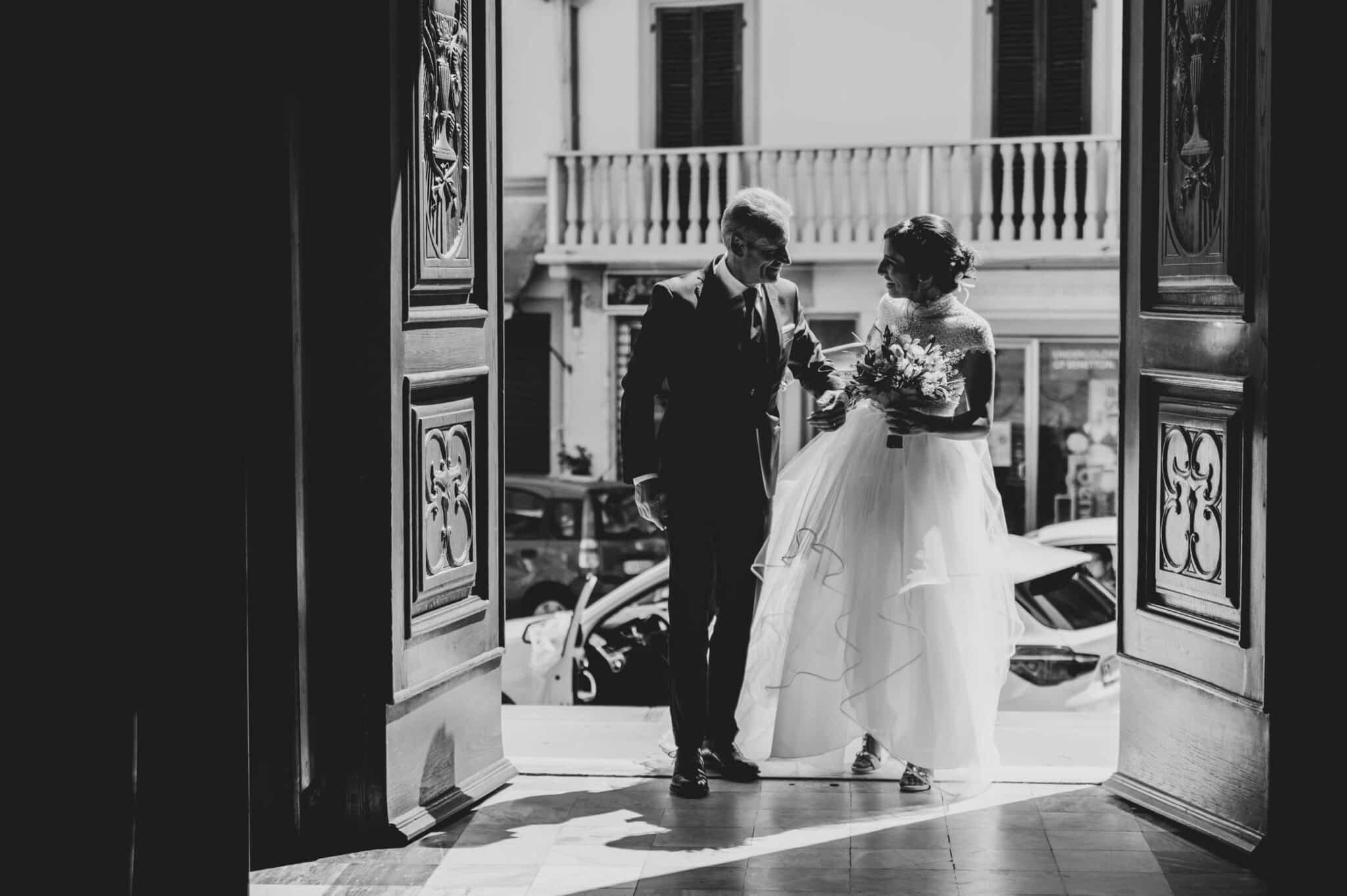 entrata della sposa con il padre ad un matrimonio ad Altopascio