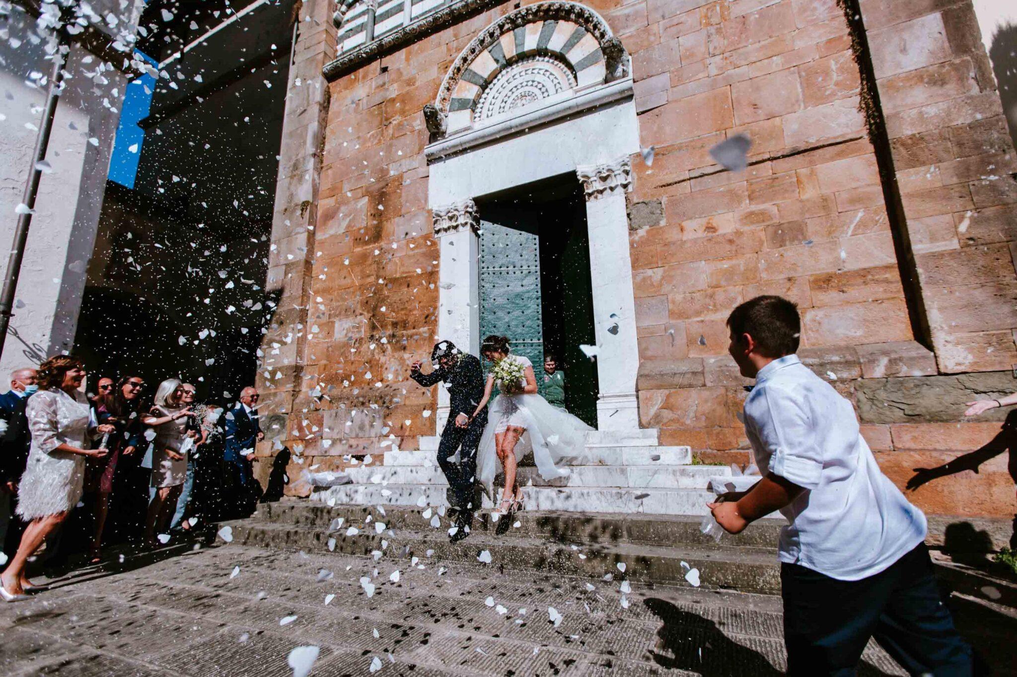 lancio del riso alla chiesa di Altopascio