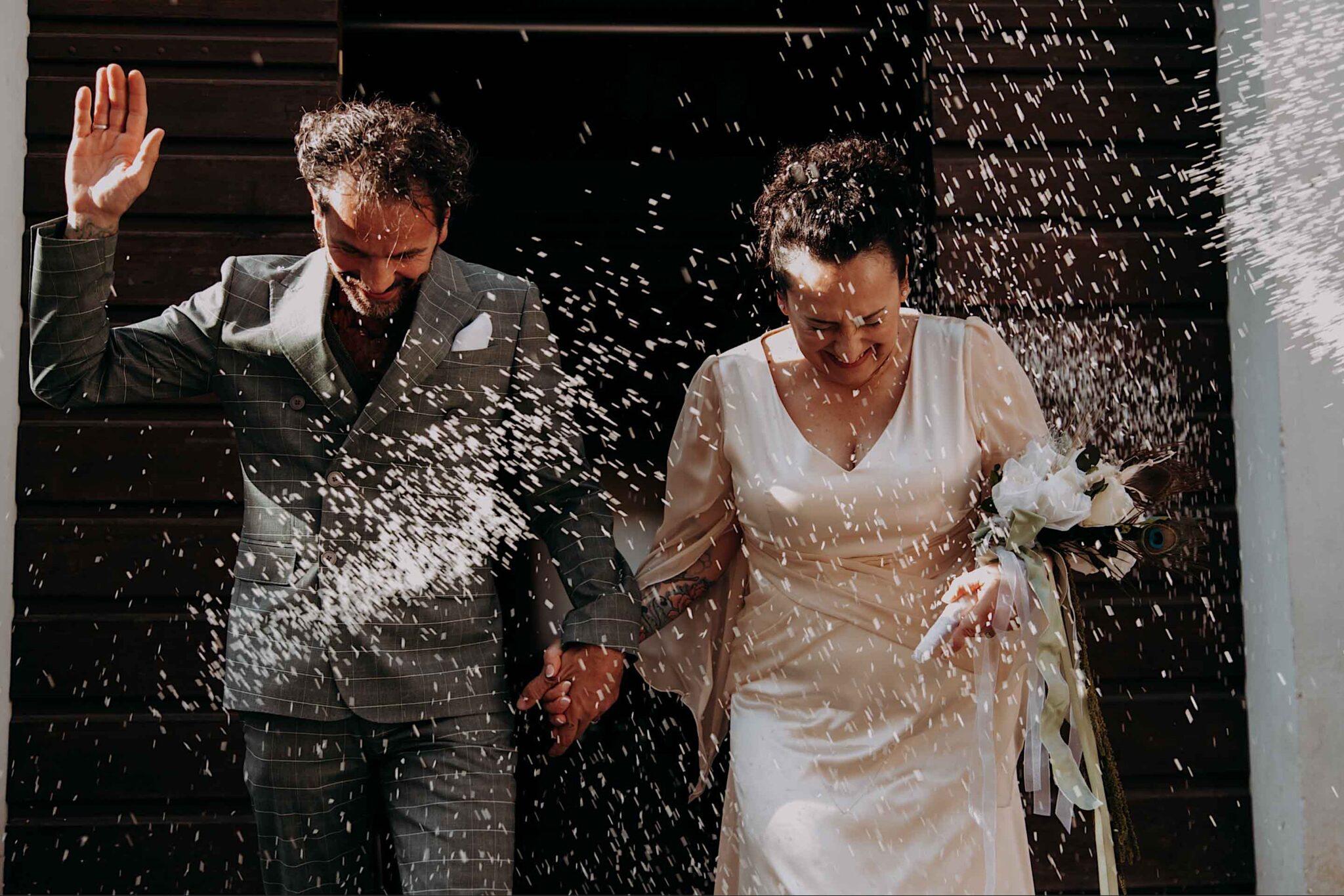 wedding rice throwing