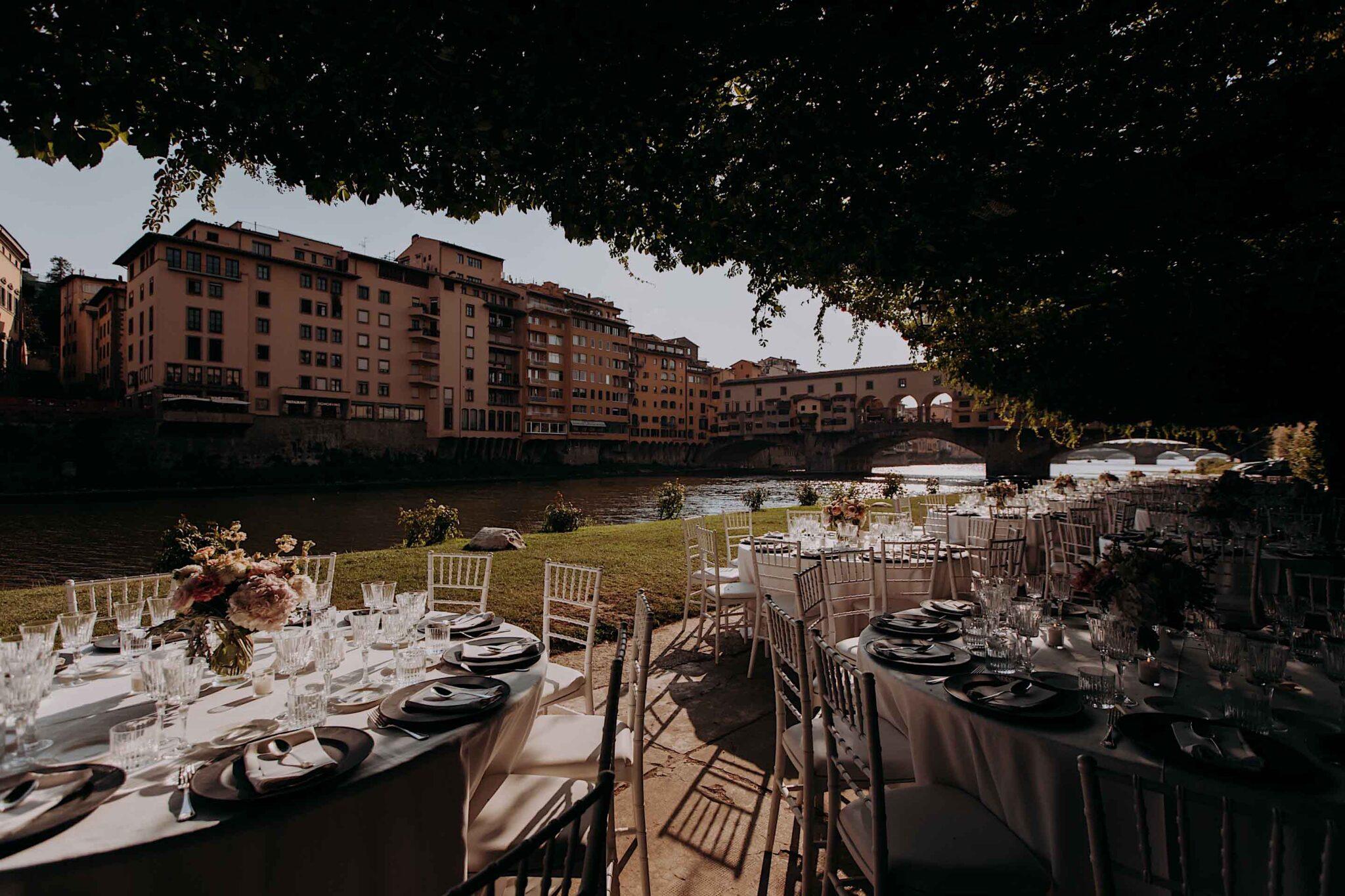 allestimento dei tavoli, alla società Canottieri Firenze