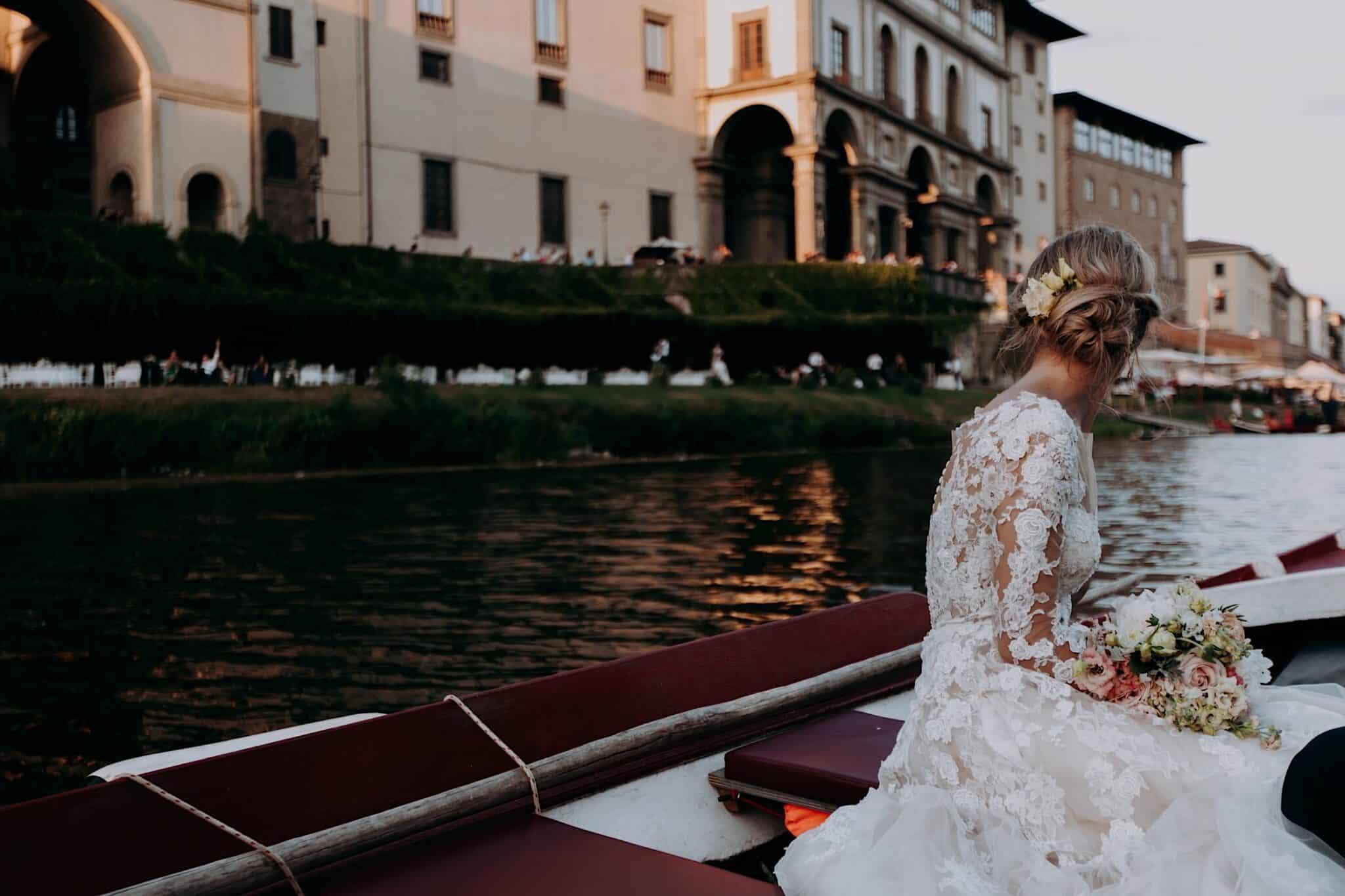 in barca sull'Arno, società dei Canottieri a Firenze