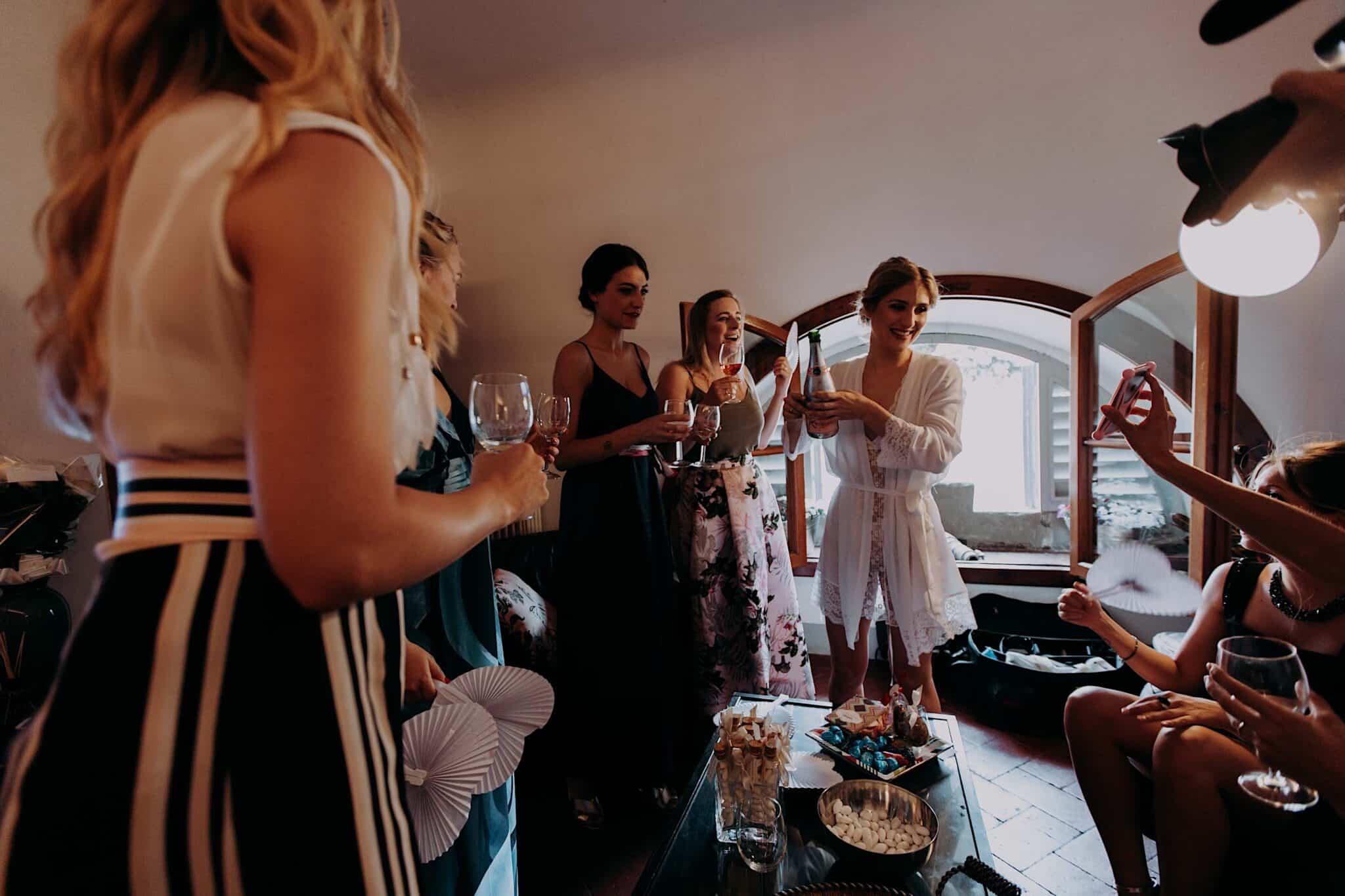 il brindisi la sposa con le amiche
