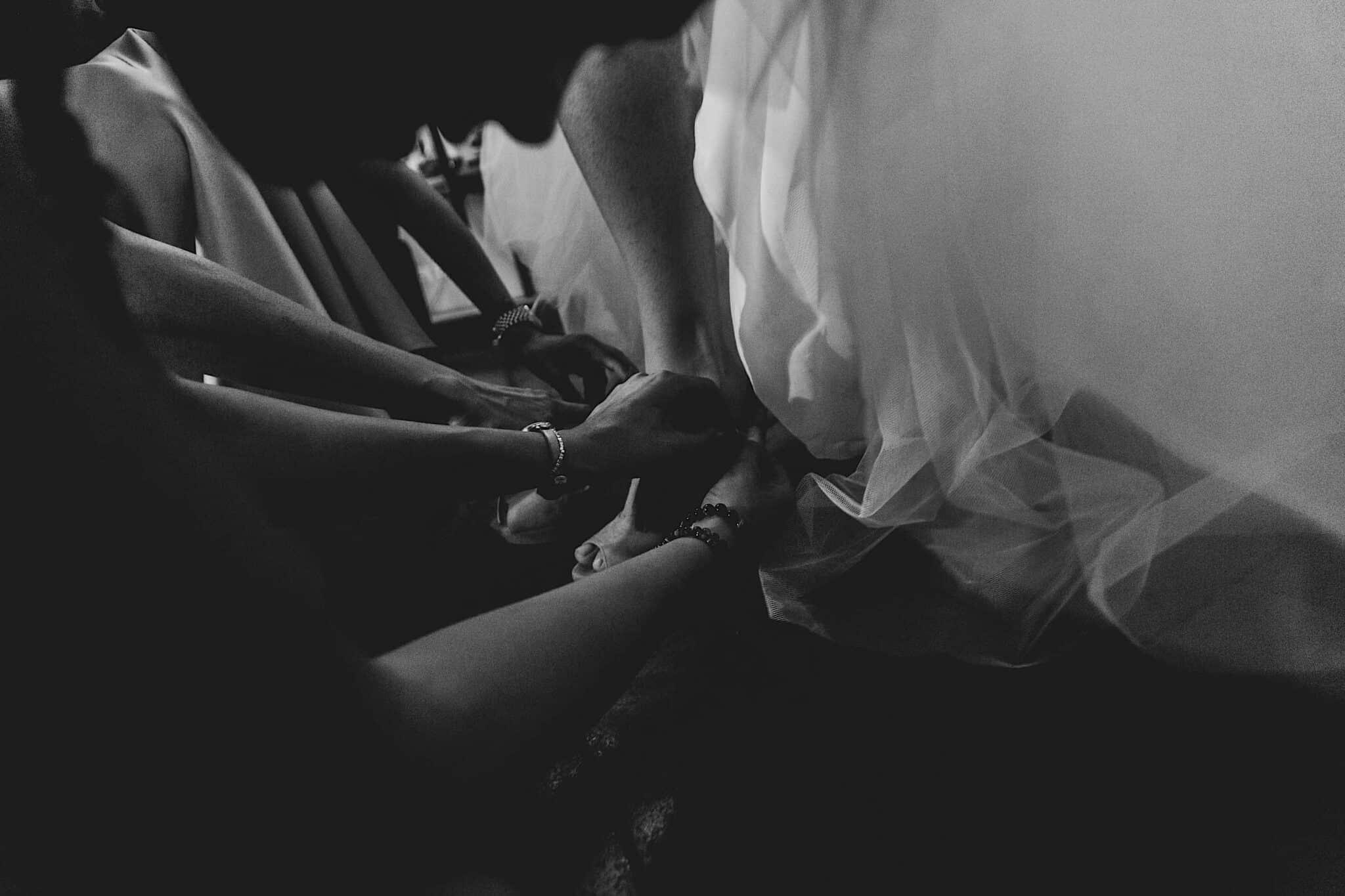 dettagli dei preparativi della sposa