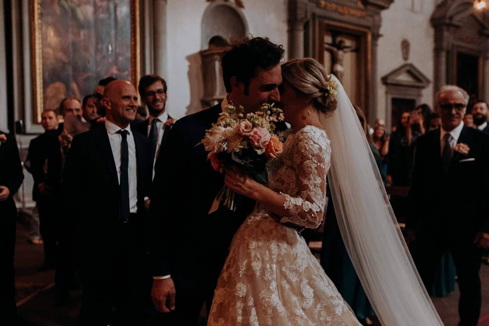 l'incontro della sposa e dello sposo nella chiesa di San Niccolò Sopr'Arno