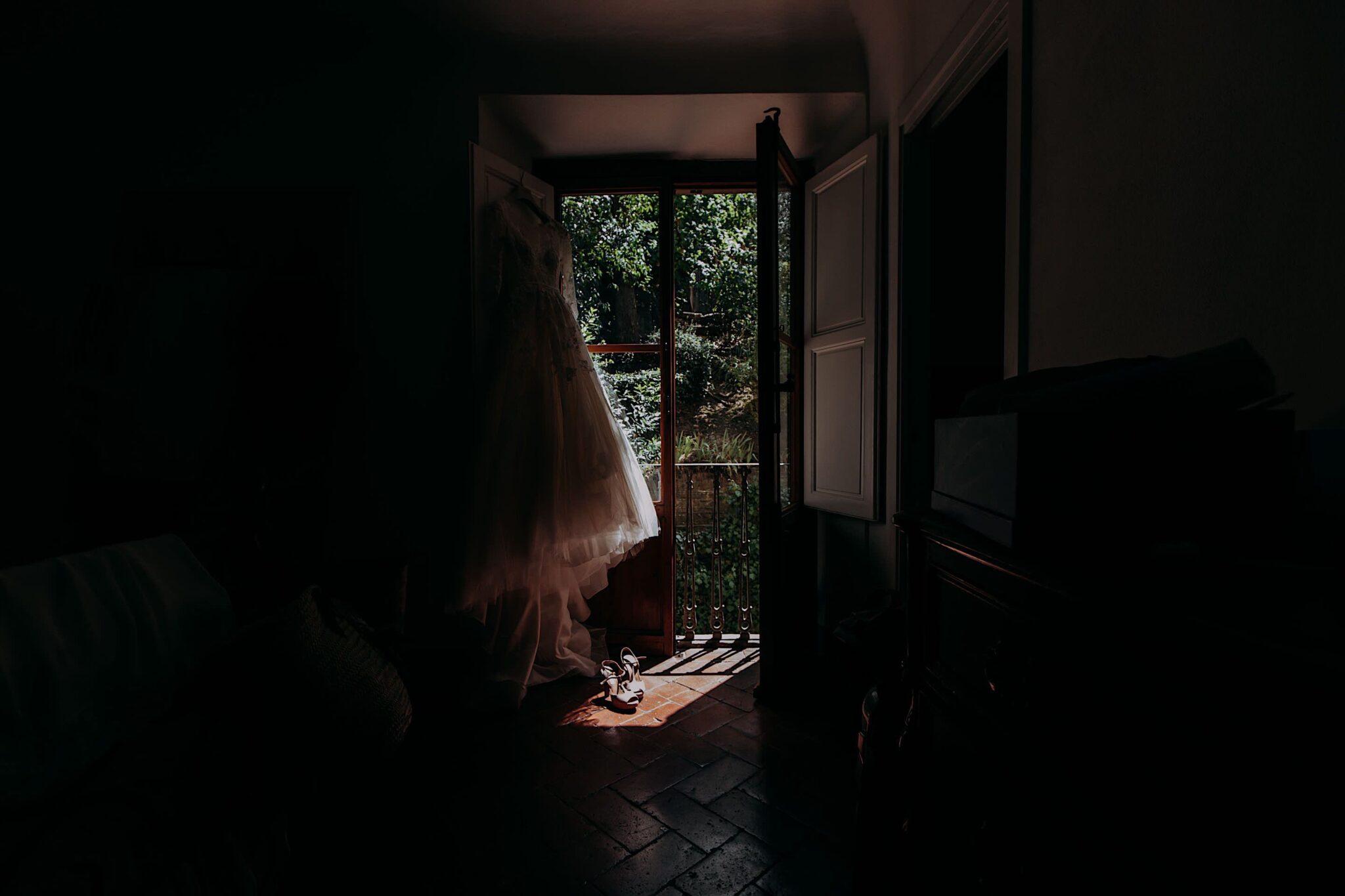 abito della sposa durante i preparativi